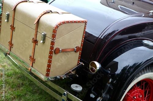 malle arri re de voiture ancienne photo libre de droits sur la banque d 39 images. Black Bedroom Furniture Sets. Home Design Ideas