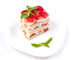Cake with strawberries and mint