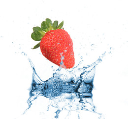 Poster Eclaboussures d eau Strawberry dropped into water splash on white