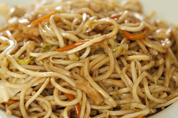 Fry noodles with chicken meat