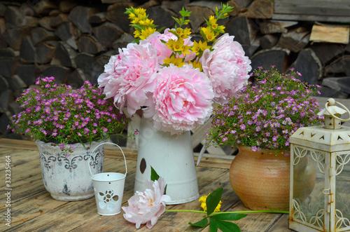 Rosa Garten Dekoration Tisch Blumen Stock Photo And Royalty Free