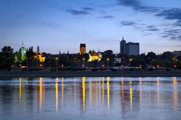 Warsaw durung sundown with reflection in Vistula river