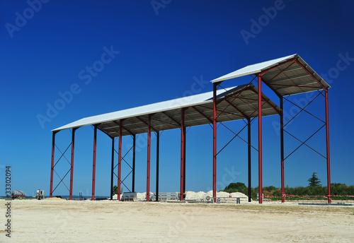 hangar agricole en construction photo libre de droits sur la banque d 39 images. Black Bedroom Furniture Sets. Home Design Ideas