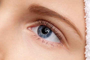 beautiful girl blue eye make-up zone
