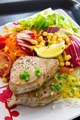 assiette salade crudité poisson
