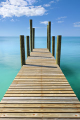 Keuken foto achterwand Pier Wooden jetty leading in turquoise blue sea in Governor's Harbour