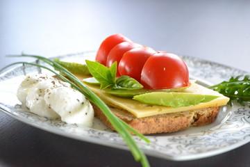tomato avocado salad sandwich
