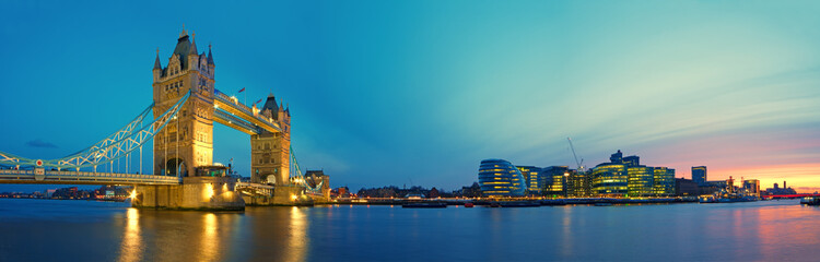 Foto op Canvas Londen Tower Bridge and Southwark.
