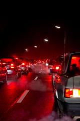 Verkehrsstau in der Nacht