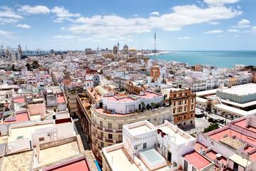 Blick auf Cádiz mit Kathedrale, Spanien