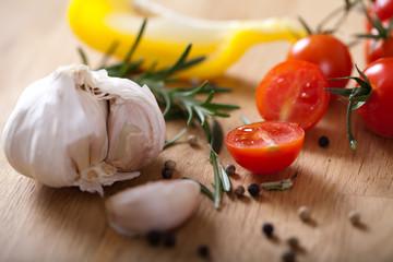 Tomaten, Knoblauch und Gewürze