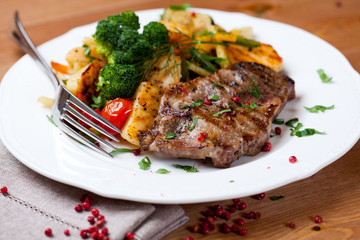 Grilled pork with herbs and vegetables