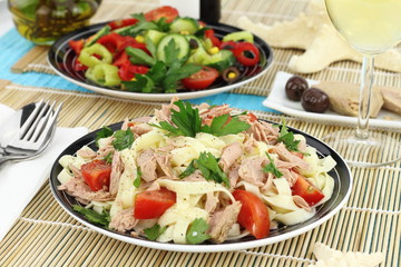 Tagliatelle pasta with tuna, parsley and cherry tomatoes