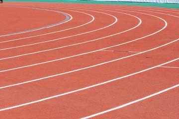Беговая дорожка с разметкой на легкоатлетическом стадионе