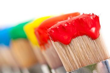 Pinceaux peintures multicolores
