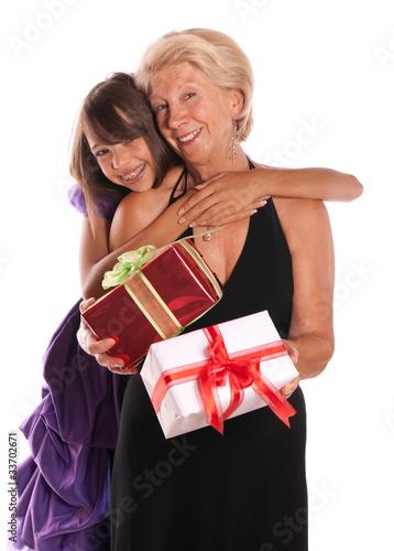 Image De Noel Fille.Grand Mere Et Sa Petite Fille Cadeaux De Noel Stock Photo