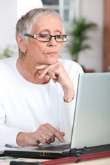 mature woman laptop