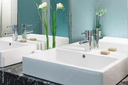 Waschtisch im Badezimmer Doppelwaschtisch\