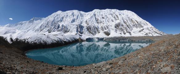 Photo sur Aluminium Népal Tilicho peak reflection in the Tilicho lake, Nepal