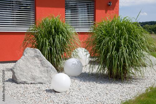 steingarten mit pampasgras stockfotos und lizenzfreie. Black Bedroom Furniture Sets. Home Design Ideas