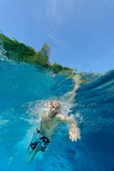 dynamischer Schwimmsportler