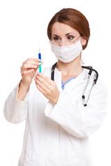 Ärztin zieht Spritze auf