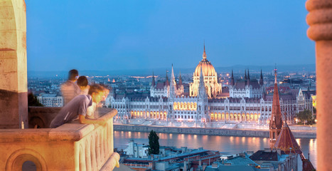 Printed kitchen splashbacks Budapest Budapest Tourists and Parliament