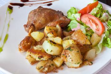confit de canard, salade, pommes de terre