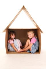 Kinder im Spielhaus