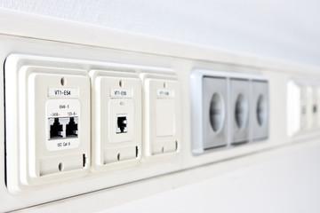 EDV  und Strom-Anschluss IT