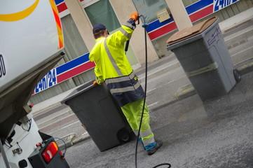 Fototapeta nettoyage et désinfection de poubelles obraz
