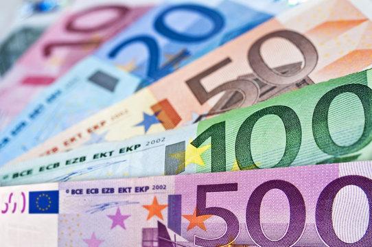 Eventail de billets en euros
