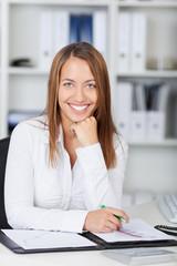 junge kompetente businessfrau