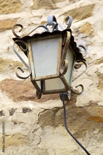 Lampada da esterno in ferro battuto immagini e - Lampioni in ferro battuto da esterno ...