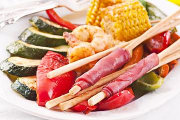 Tapas mit grissini und Gemüse