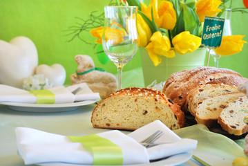 Ostertischdeko Frohe Ostern mit Gebäck