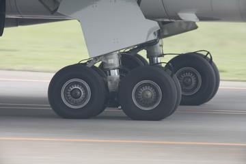 旅客機のタイヤ