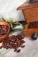 caffè con foglie secche