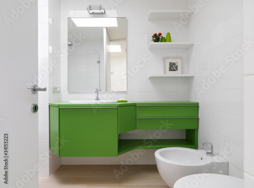 Foto Bagni Moderni Colorati.Bagno Moderno Con Mobili Colorati Stock Photo And Royalty Free