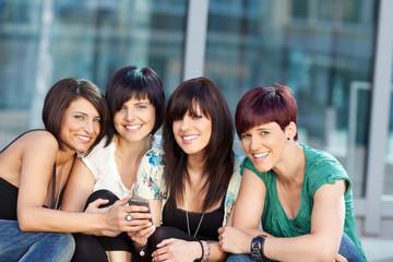 vier freundinnen haben spaß