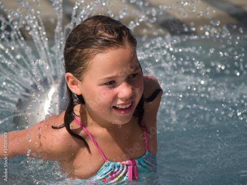 Mädchen im Wasser Stockfotos und lizenzfreie Bilder auf