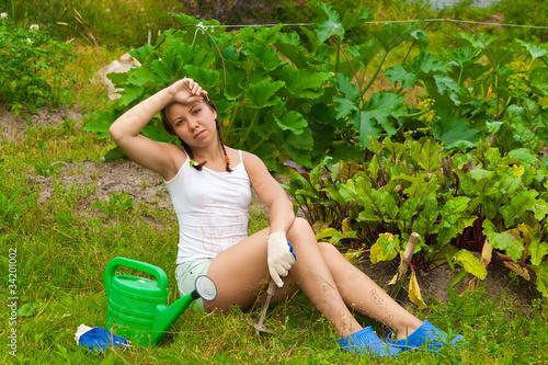 Привлекательная мамаша отдыхает голышом на даче  303836