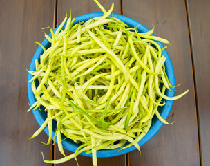 Asparagus beans in a blue bowl