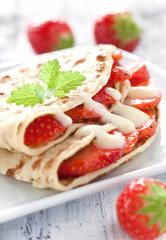 frischer Crepe mit Erdbeeren