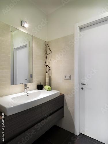 Piccolo bagno moderno di servizio immagini e fotografie for Piccolo 3 4 bagni