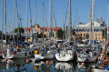 Suède, port de plaisance de  Visby dans l'île de Gotland