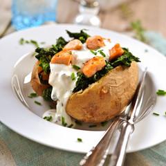 ofenkartoffel mit spinat und lachs