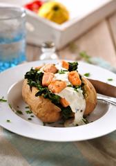 ofenkartoffel mit spinat und lachs II