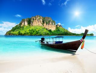 Obraz long boat and poda island in Thailand - fototapety do salonu