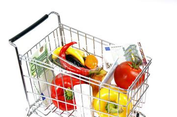 Einkaufswagen mit Gemüse